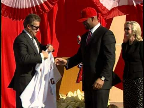 The Sports Report: Albert Pujols is welcomed home