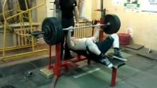 Жим лежа 172,5 на 1, вес спортсмена 65 кг