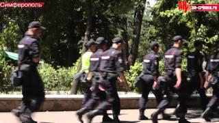 Парк Тренева под охраной в День флага крымских татар