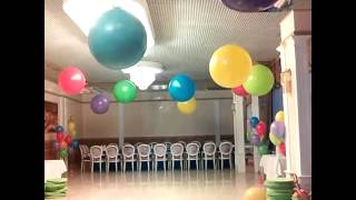Воздушные шарики на день рождения.(Оформление воздушными шариками. Яркий детский праздник. Большие воздушные шарики., 2014-12-23T12:51:56.000Z)
