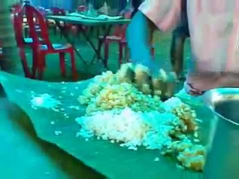 Check How This South Indian Guy Eats Food On Leaf Youtube