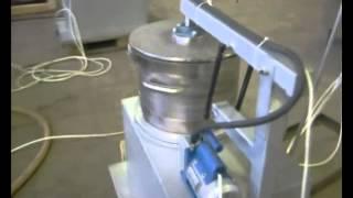 видео Вакуумный смеситель полиэфирных смол с мраморной (гранитной) крошкой Смеситель для полимеров