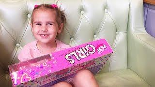 Алина выбирает подарки на День Рождения ВЛОГ Покупаем новые игрушки Funny VLOG for kids