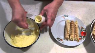 Вафельные трубочки с лимонным и заварным кремом. Wafer rolls with lemon and custard.