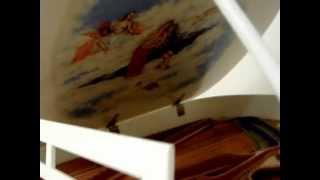 Белый рояль с живописной росписью