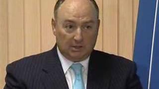 Президент РЕК вручает награду российской стюардессе(, 2008-02-11T09:49:28.000Z)