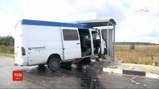 """На трасі """"Київ-Чоп"""" не розминулися два мікроавтобуси"""