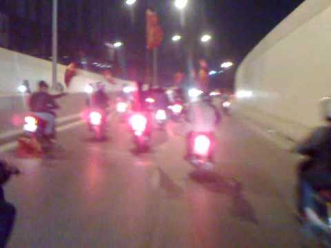 Clip xe SH xoè đêm VN thắng Singapo