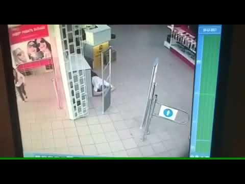 видео: Видео ограбления ювелирного отдела в магазине