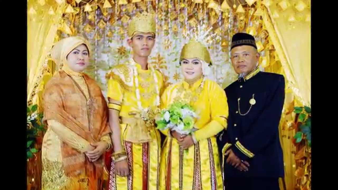 Resepsi Pernikahan Baju Adat KUTAI - YouTube