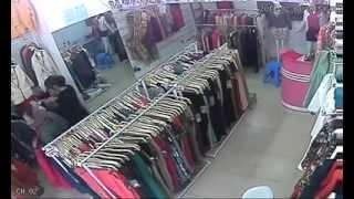 Bà già chuyên ăn trộm ở cửa hàng quần áo tại Hà Nội - 02