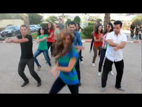 Tunisian students dance رقص طالبات كلية الطب-تونس