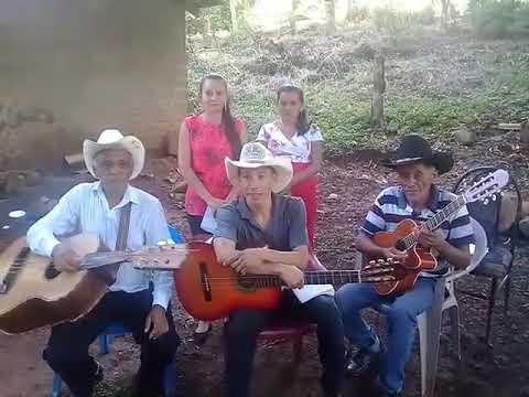 Cariñito de mi vida y en una cajita de oro al estilo del trío campesinos los Cáceres!