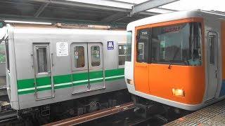 雨の中の大阪メトロ中央線20系2605Fと近鉄7000系HL05編成 学研北生駒駅