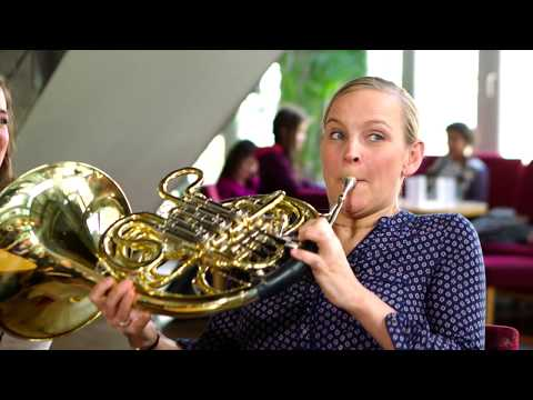 Salut Salon takes the Sarah´s Music Horn Challenge