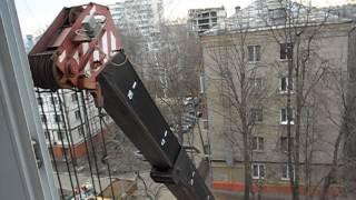 Укладка труб теплосети. 24.04.2013.(Москва, Измайлово, дворик на Никитинской улице. В непосредственной близости от балкона появилась такая..., 2013-05-14T17:54:00.000Z)