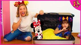 Laurinha Arrumando as Malas para Férias na Disney World