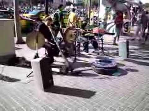 Electric Streetmusic in Barcelona - Ramblas Didgeridoo