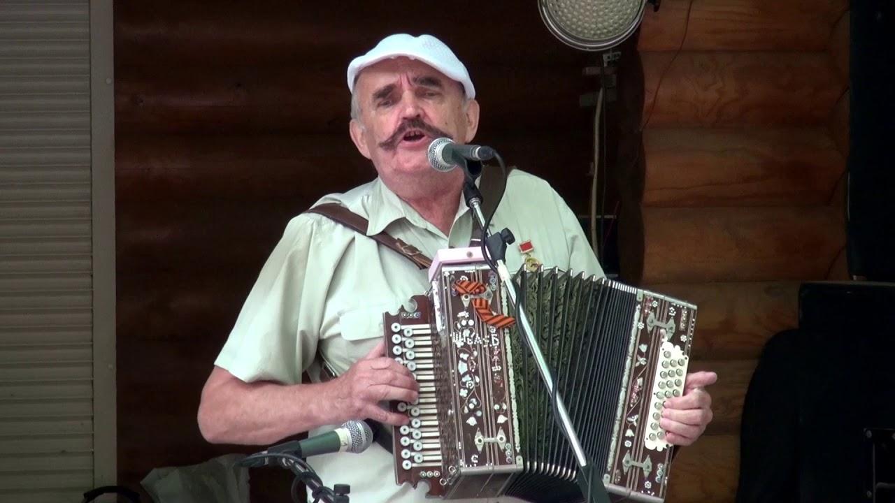 Дед очень эмоционально исполнил Цыганочку под гармонь ❤️ Он не умеет петь, но душа просит!