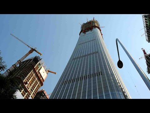 Workers raise Beijing's highest skyscraper