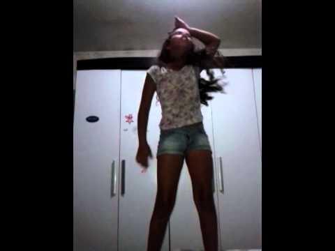 Emiliyn dançando anita