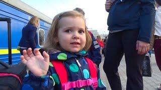 Киев День#7 гуляем на Майдане купим рюкзак Минни Маус встретим Миньйона распакуем сюрпризы