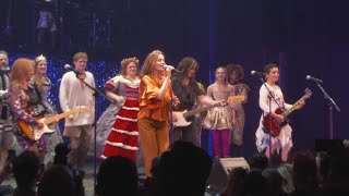 "The Go-Go's perform ""Our Lips Are Sealed"""