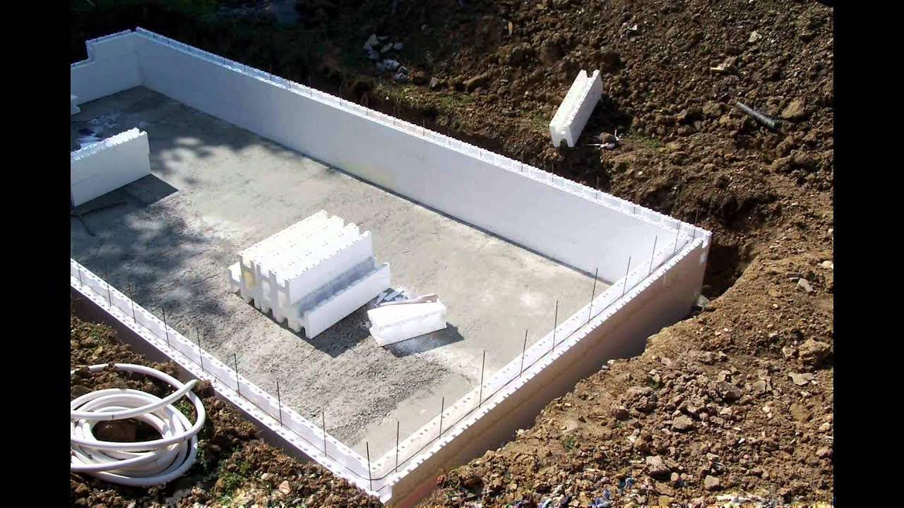 Notre piscine urcuit pays basque youtube for Construction piscine beton