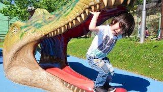 おでかけ 恐竜さんがたくさんいる公園へ遊びに行ったよ! レオスマイル