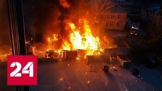 Мощный взрыв прогремел в загоревшихся гаражах в Новосибирске - Россия 24