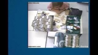 Funcionária do Banco Central é flagrada roubando dinheiro