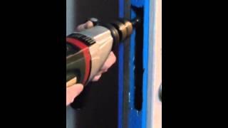 видео Врезка замков в металлические двери