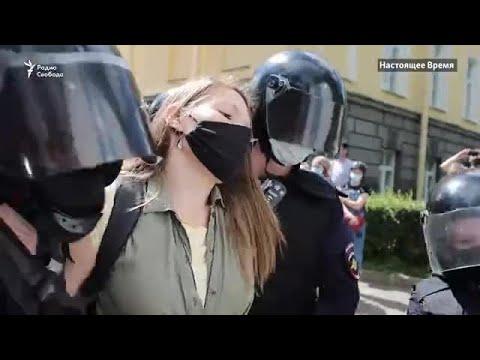 Десятки задержанных в Москве и Петербурге