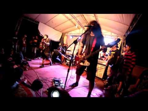 besok bubar - pahlawan bertopeng live Grunge fest