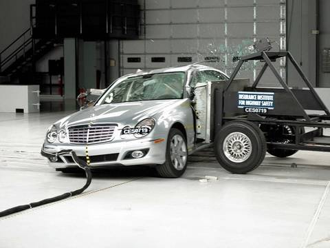 2007 Mercedes Benz E Class Side Iihs Crash Test Youtube