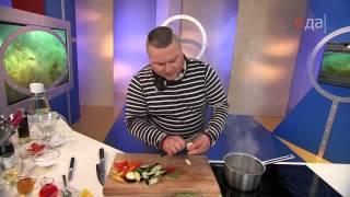 Семга терияки с овощами и яичными хлопьями.