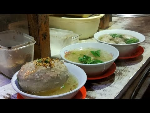 BESAR !!!! BAKSO BALON BERANAK PINAK SPESIAL | DEPOK STREET FOOD #BikinNgiler
