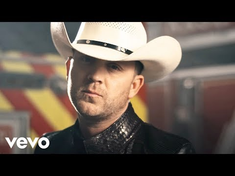 Смотреть клип Justin Moore - The Ones That Didnt Make It Back Home