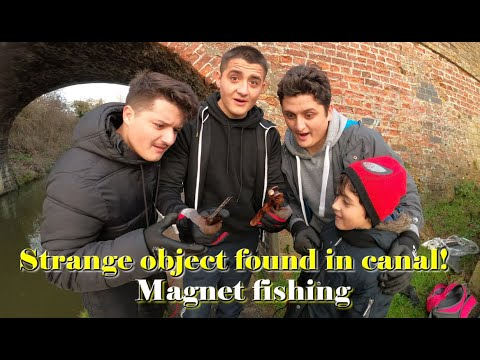 Magnet Fishing On Grand Union Canal