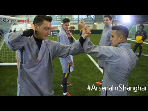 Mesut Ozil and Alexis try kung fu!
