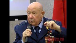 Алексей Леонов рассказывает про ЧП во время выхода в открытый космос