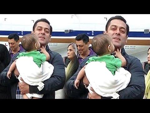Salman Khan Playing With Sister Arpita's CUTE Son Aahil At Delhi Airport