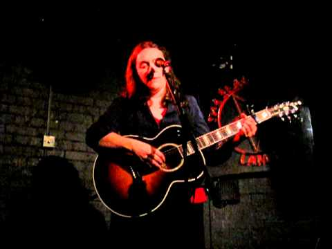 Lucy Wainwright Roche - Everywhere (Fleetwood Mac) (The Slaughtered Lamb, London, 14/06/2012)