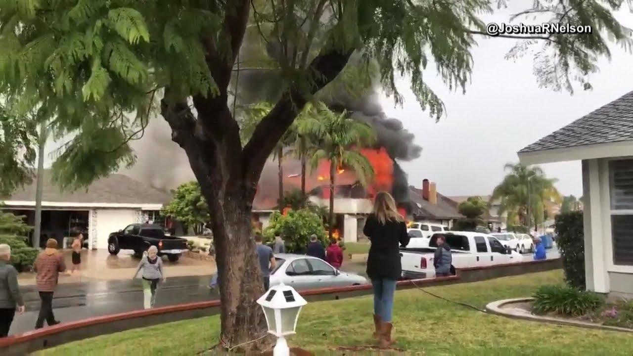 Two killed in southern California plane crash into a neighborhood