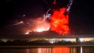Thousands Evacuated As Calbuco Volcano Erupts