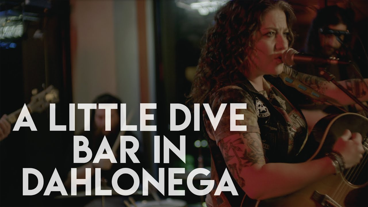 Ashley McBryde - A Little Dive Bar In Dahlonega