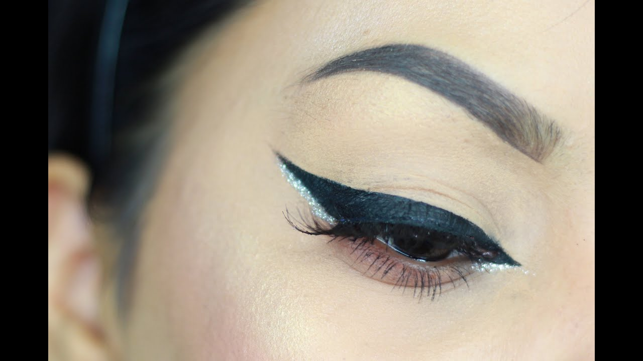 Winged Eyeliner Tutorial for Hooded/Small Eyes - YouTube