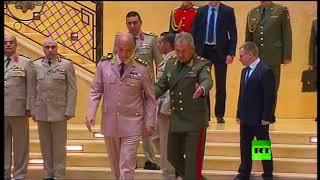 لحظة استقبال وزير الدفاع الروسي شويغو لنظيره المصري محمد أحمد زكي