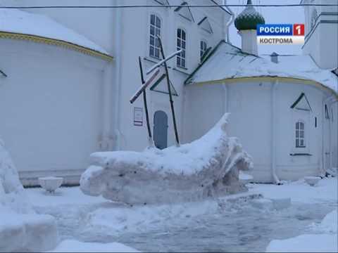 Снежные и ледяные скульптуры в Костроме вновь быстро разрушились