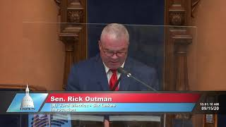 Sen. Outman delivers the invocation to start Michigan Senate session